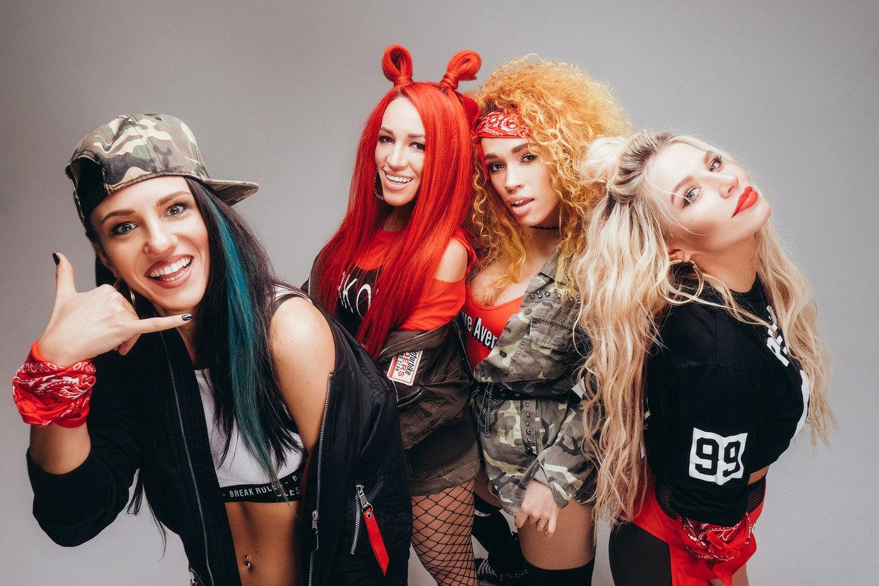 Российские девчачьи группы, хрупкую девушку трахают большим членом