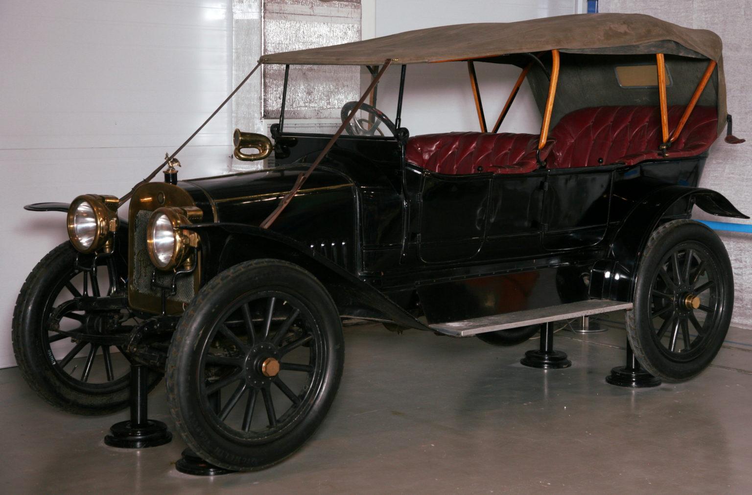 Первый российский серийный автомобиль, найденный в городе Кимры, покажут на ВДНХ в Москве